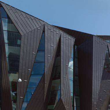 Arkitekter vill se mer plåt