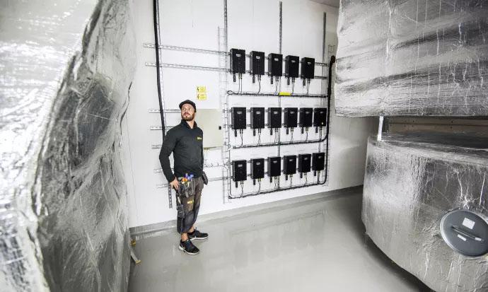 Här testas lagring av solel i kombination med elbilsladdning