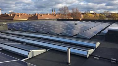 Här lagras solenergi med miljövänliga batterier